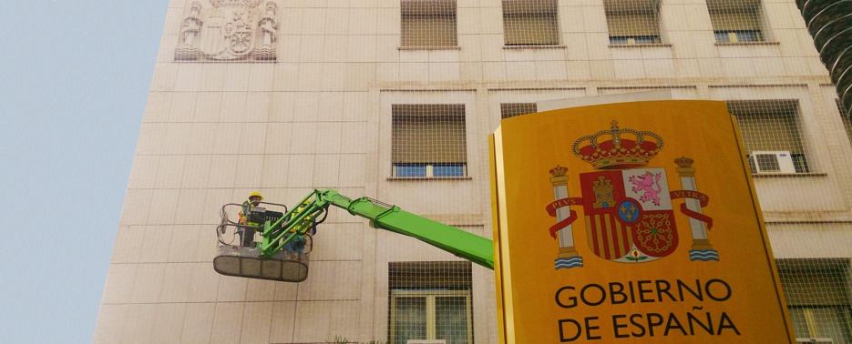 Instalación de redes en las fachadas de la Delegación del Gobierno en Murcia